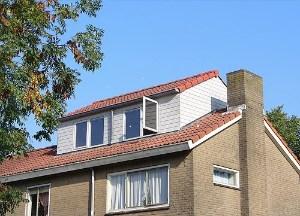 dakkapel met verhoogde nok maastricht wit